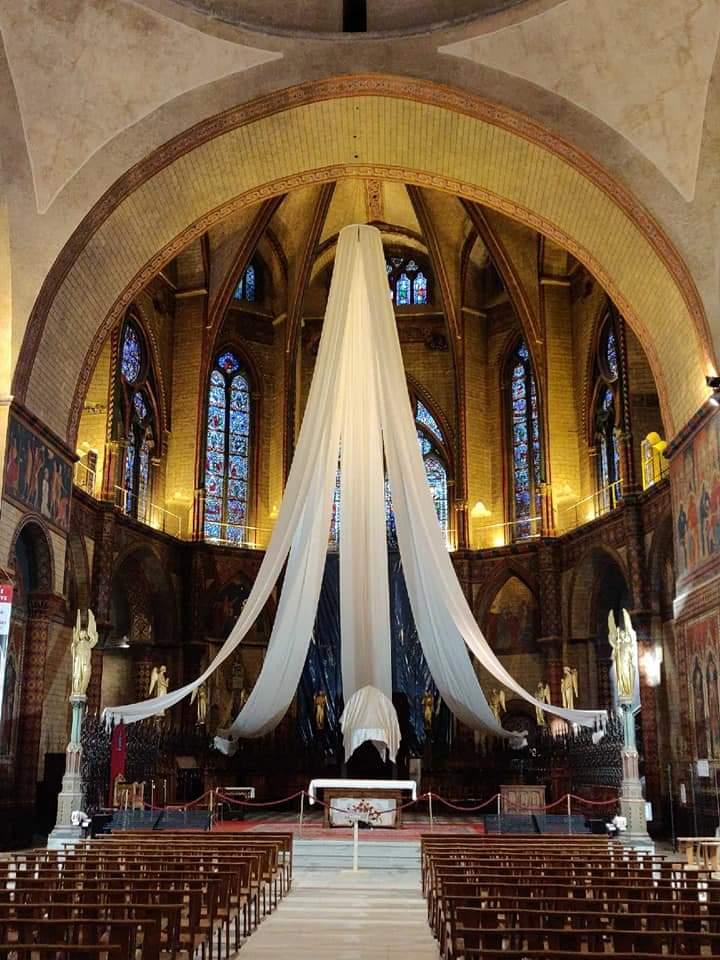 13 avril - La cathédrale prête à accueillir la Sainte Coiffe